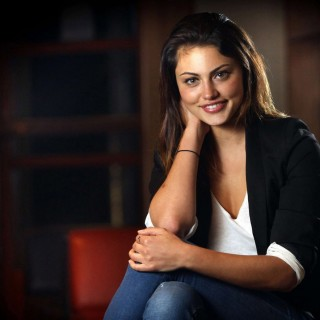 Phoebe Tonkin hd wallpapers
