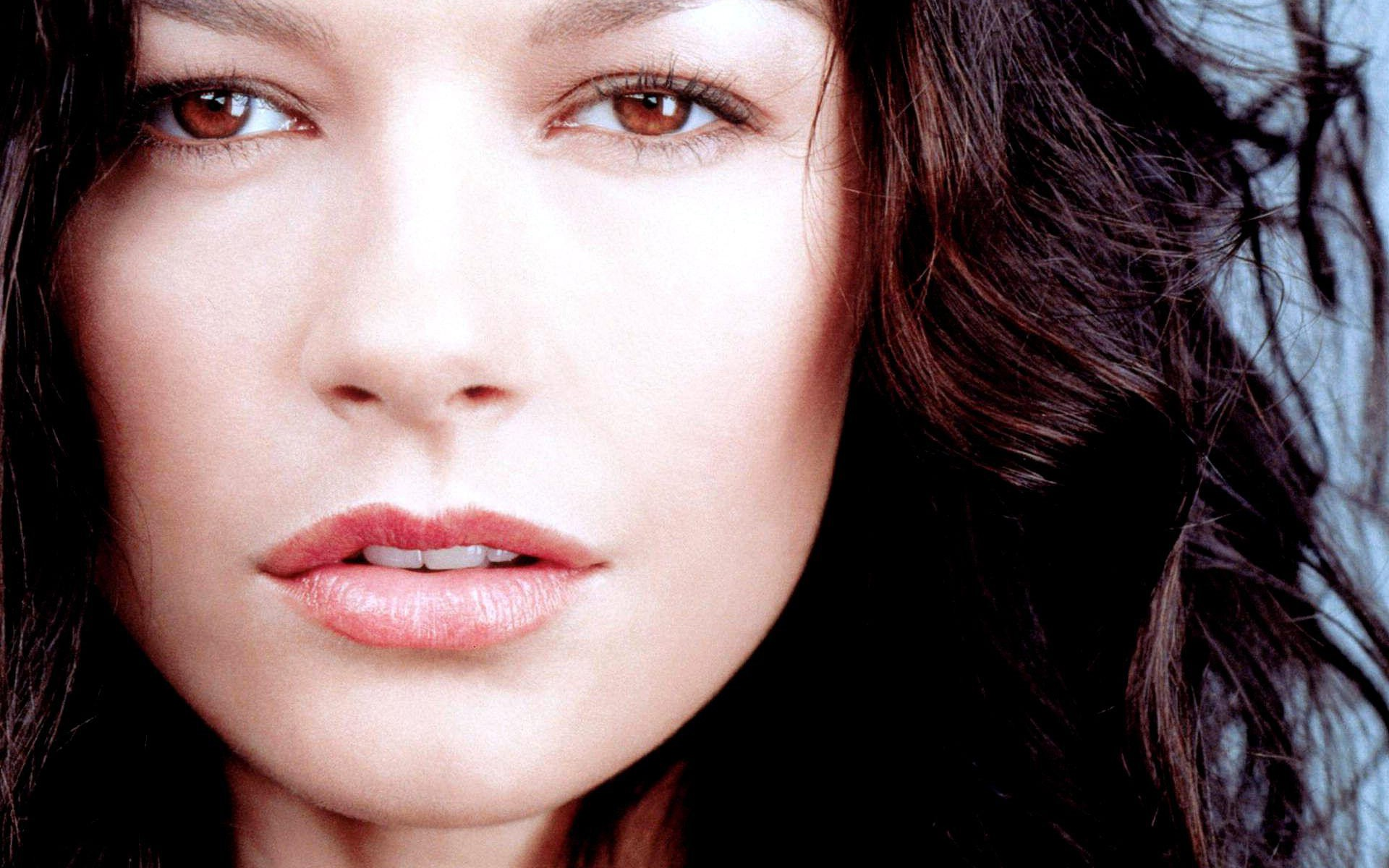 Catherine Zeta-Jones HD Wallpapers for desktop download