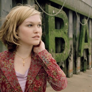 Julia Stiles high resolution wallpapers