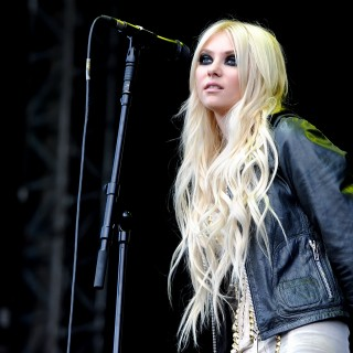 Taylor Momsen download wallpapers