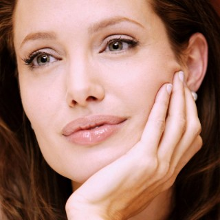 Angelina Jolie download wallpapers