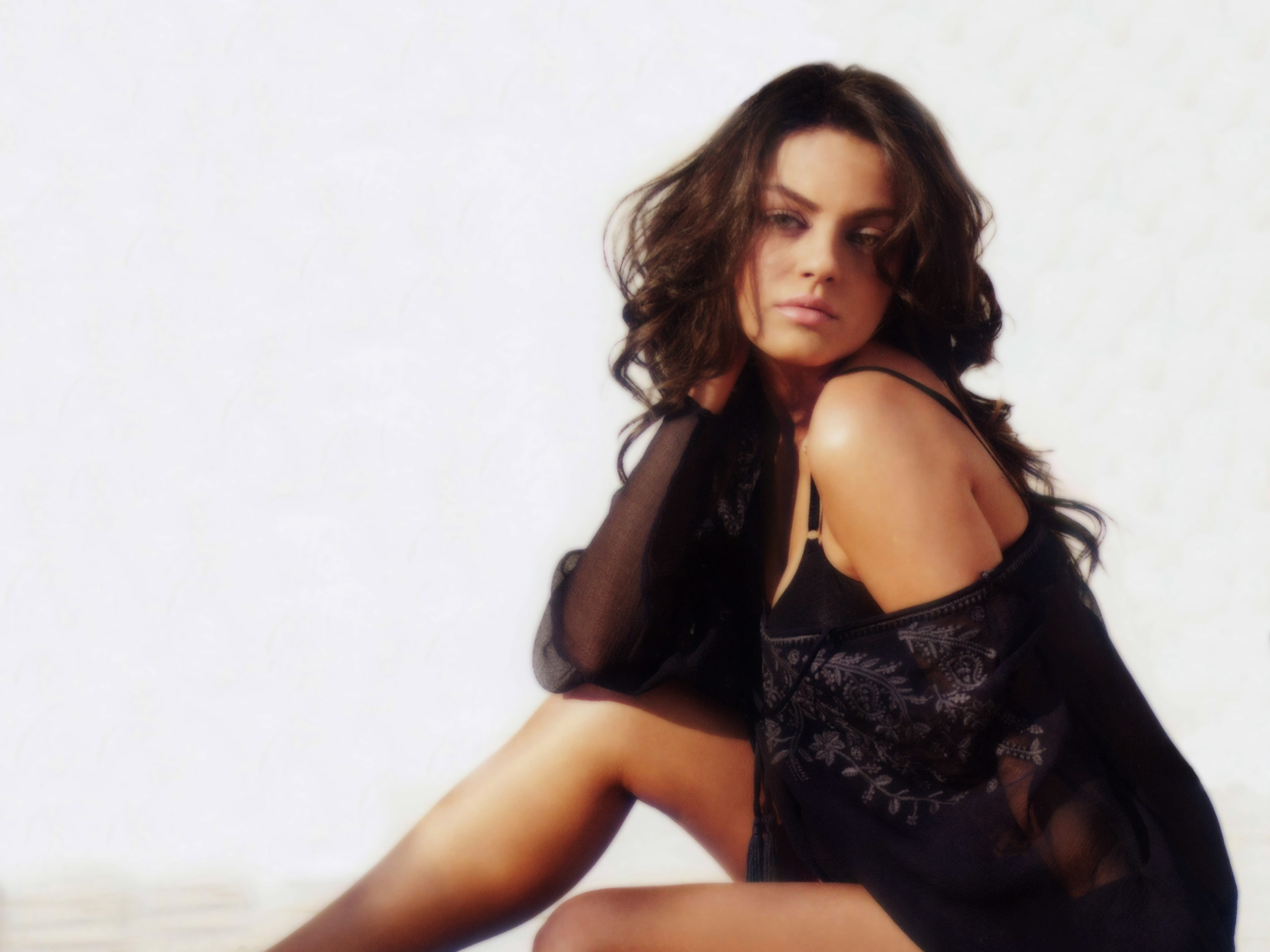 mila kunis hd wallpapers for desktop download