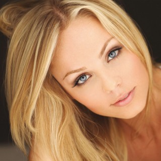 Laura Vandervoort wallpapers desktop