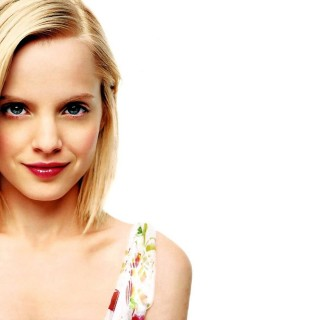 Mena Suvari high resolution wallpapers