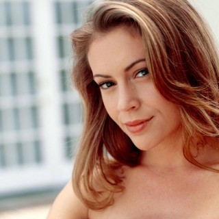 Alyssa Milano download wallpapers