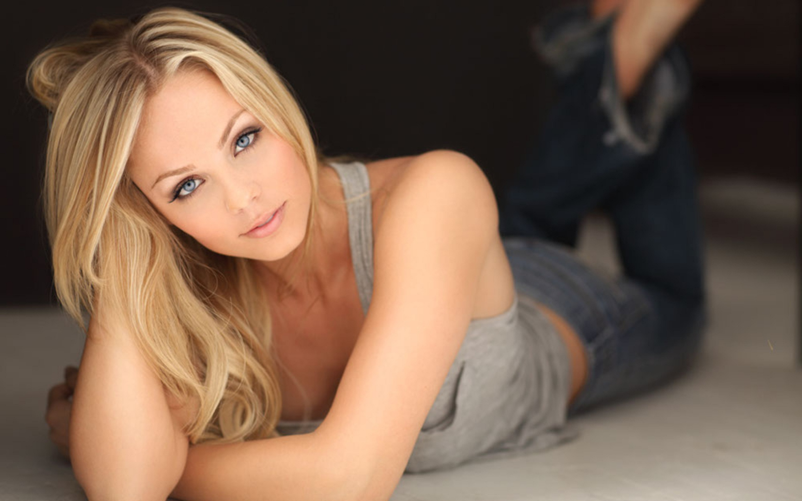 Laura Vandervoort HD Wallpapers