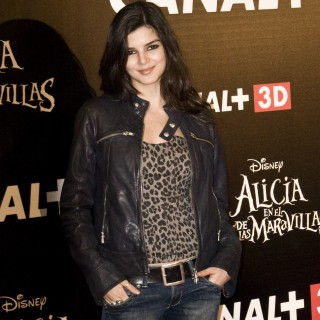 Clara Lago background