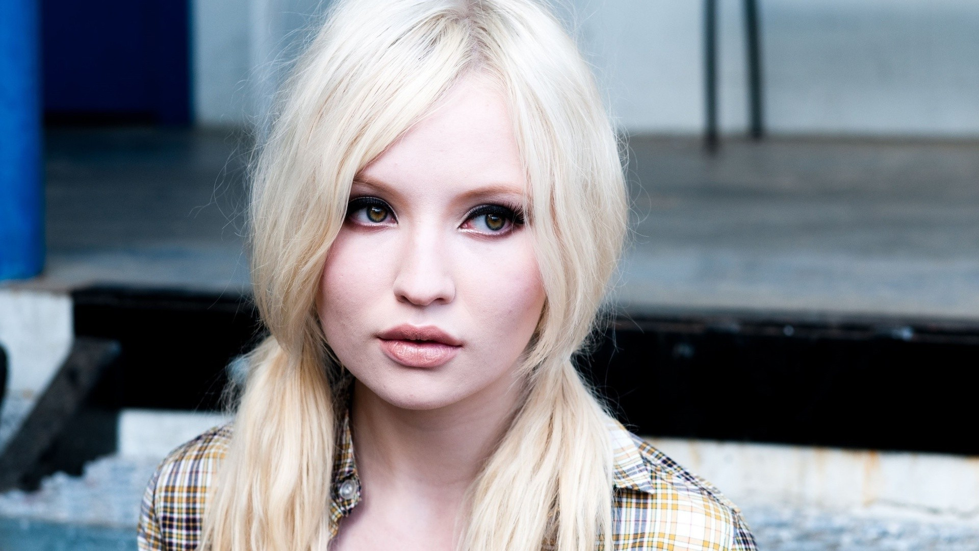 Emily Browning HD Wallpapers
