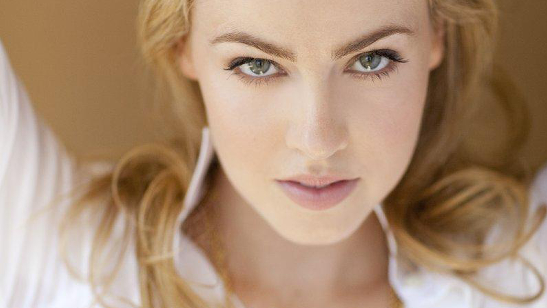 Amanda Schull HD Wallpapers