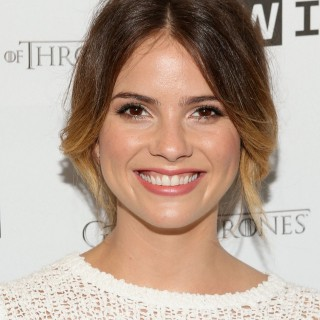 Shelley Hennig download wallpapers