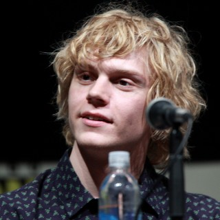Evan Peters wallpapers