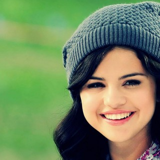 Selena Gomez download wallpapers