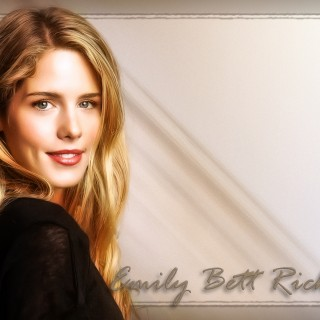 Emily Bett Rickards free wallpapers