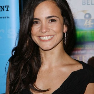 Alice Braga new