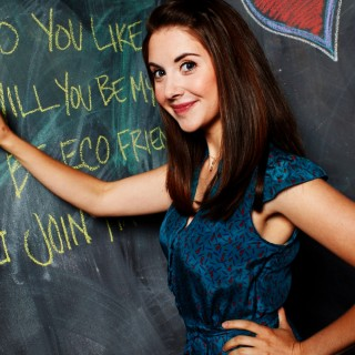 Alison Brie download wallpapers