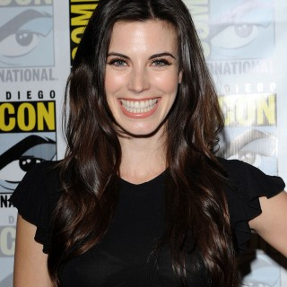 Meghan Ory download wallpapers