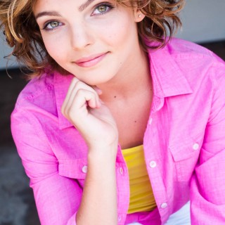 Camren Bicondova background