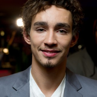 Robert Sheehan high resolution wallpapers