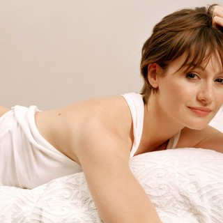 Emily Mortimer high resolution wallpapers