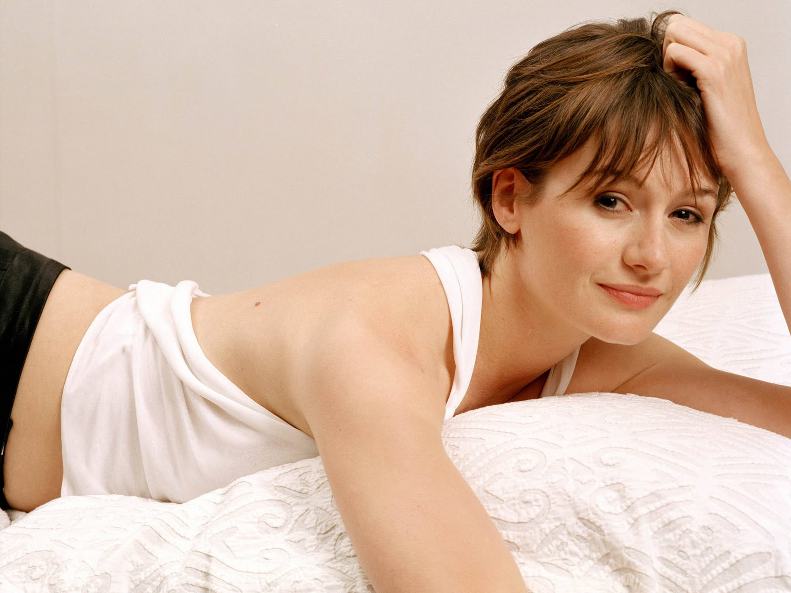 Emily Mortimer HD Wallpapers