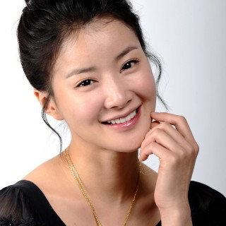 Lee Si Young background