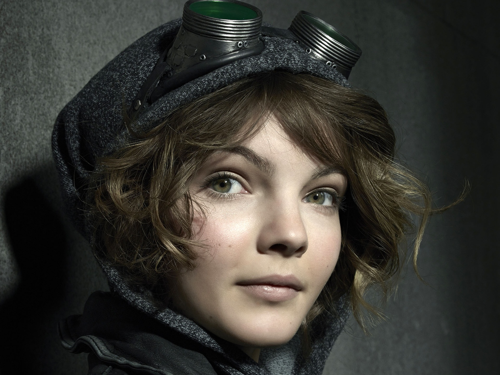 Camren Bicondova Hd Wallpapers For Desktop Download