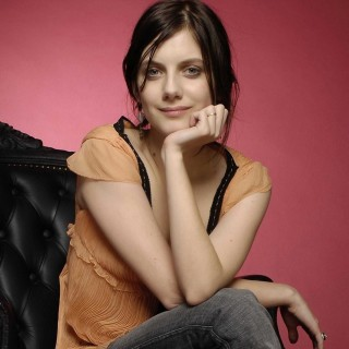 Melanie Laurent widescreen
