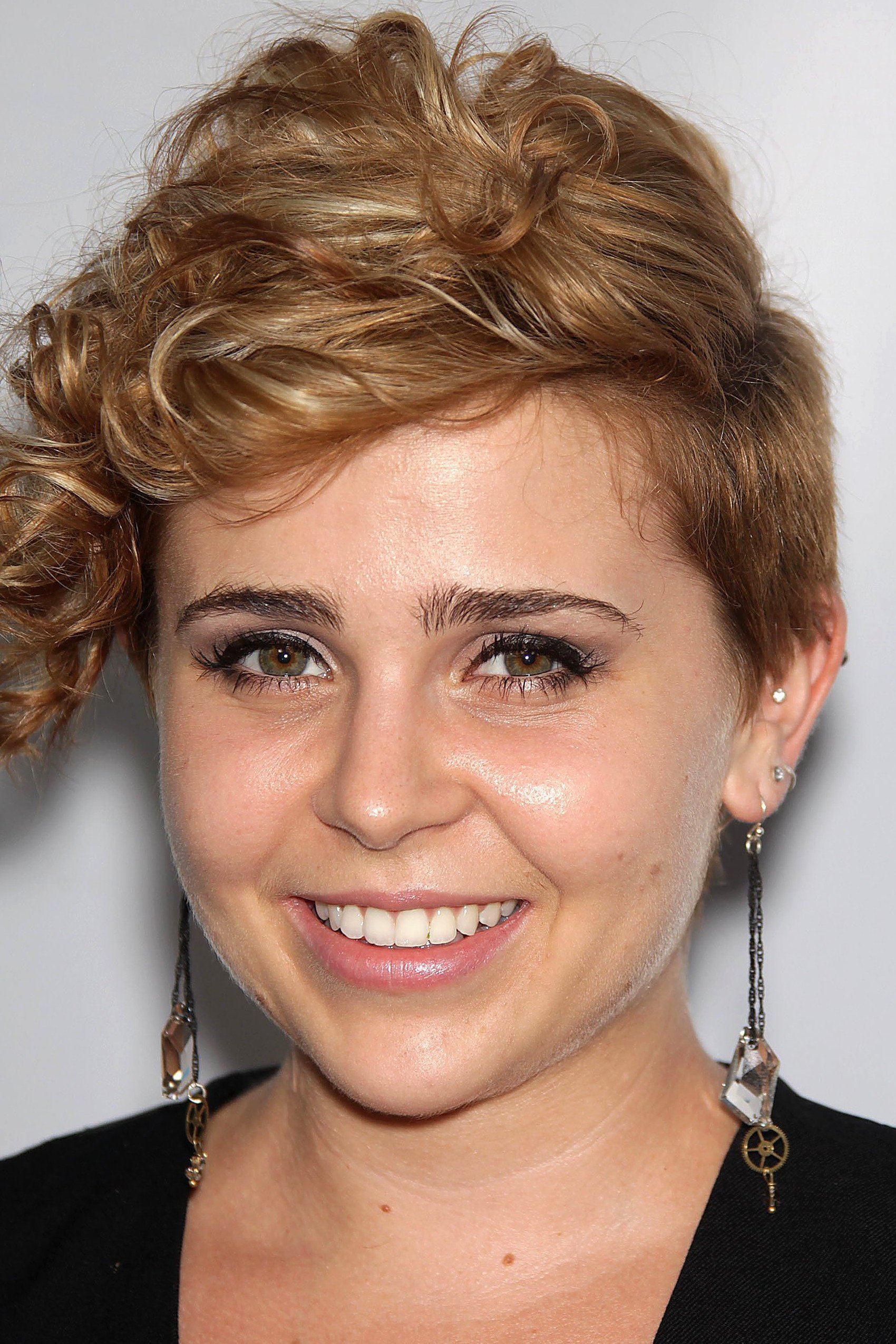 Mae Whitman wallpapers widescreen