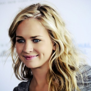 Britt Robertson photos
