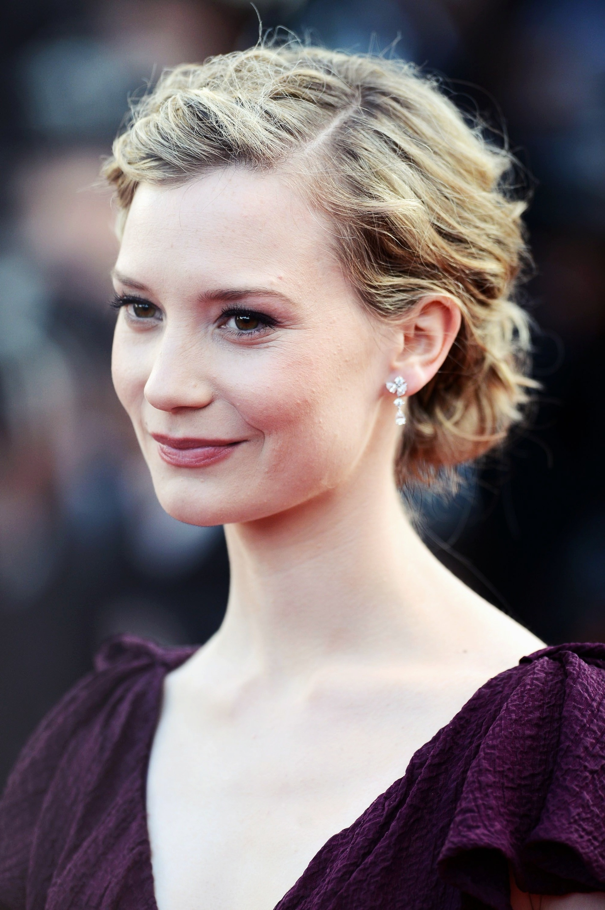 Mia Wasikowska hd wallpapers