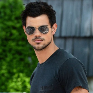 Taylor Lautner download wallpapers