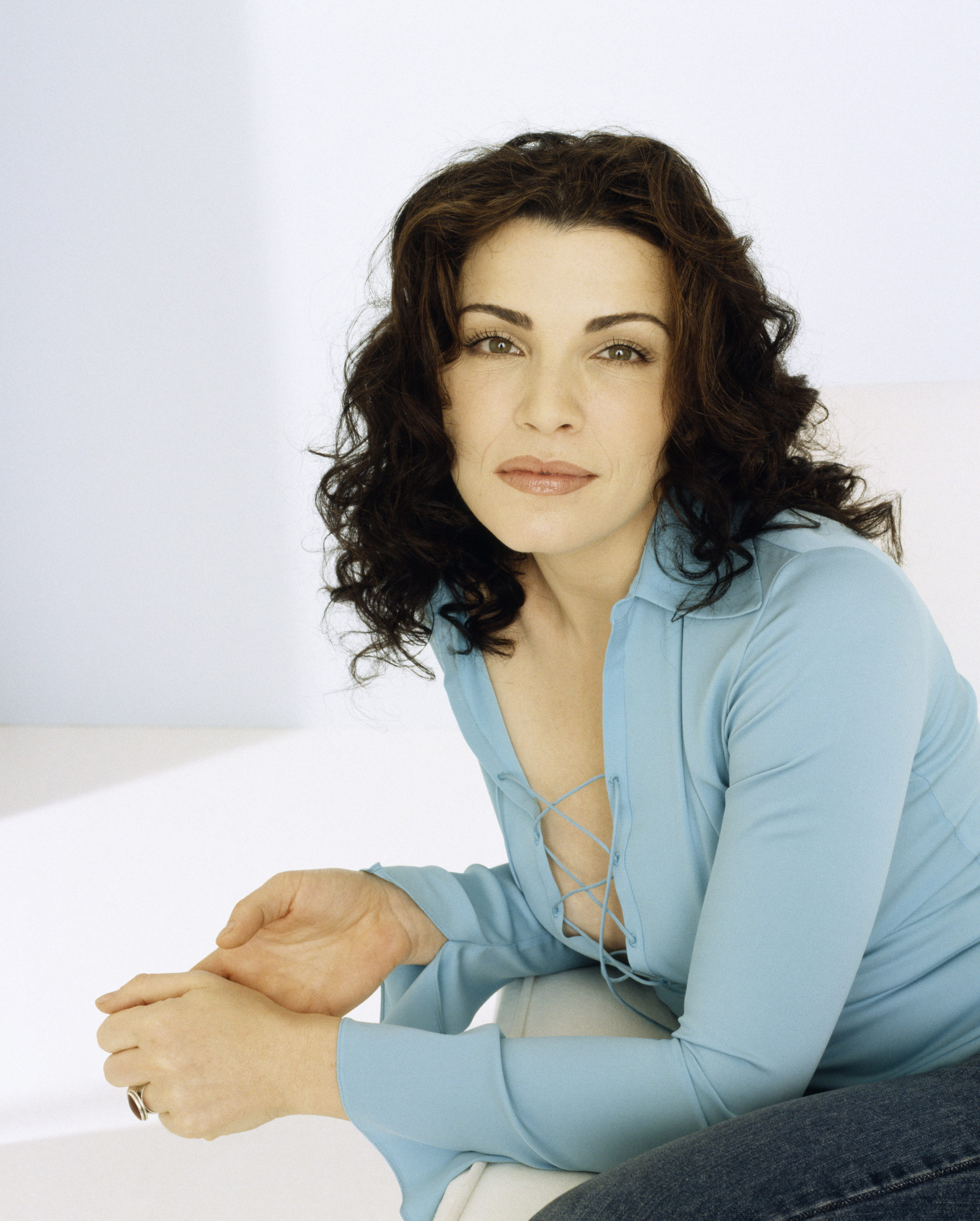 Julianna Margulies high resolution wallpapers