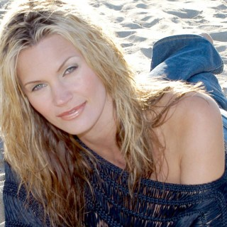 Natasha Henstridge wallpapers desktop