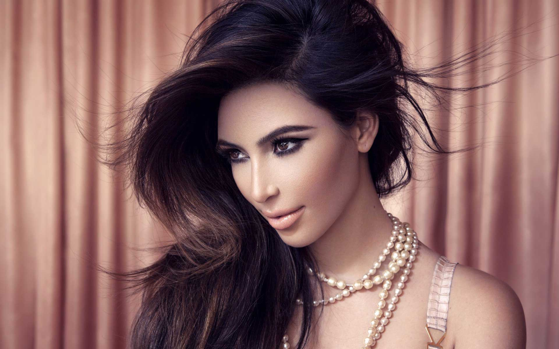 Kim Kardashian High Resolution Wallpapers