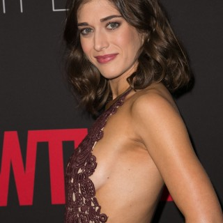 Lizzy Caplan new