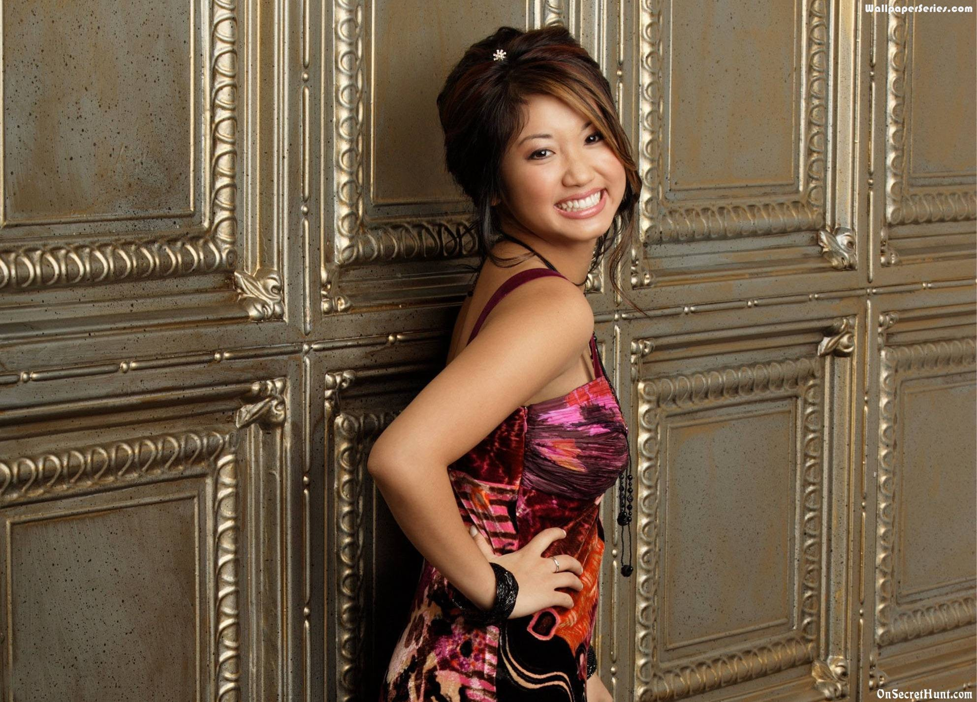 Brenda Song HD Wallpapers