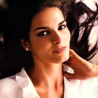 Angie Harmon hd wallpapers