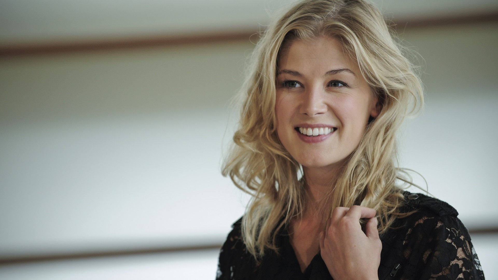 Rosamund Pike HD Wallpapers