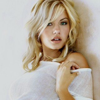 Elisha Cuthbert download wallpapers