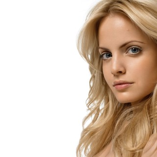 Mena Suvari background