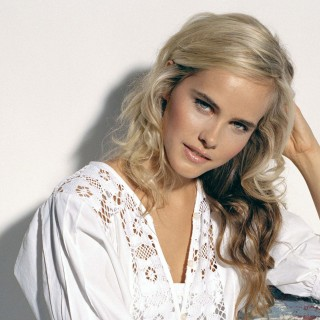 Isabel Lucas widescreen