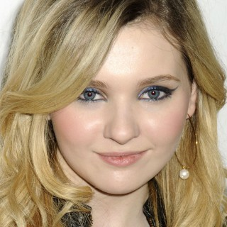 Abigail Breslin high resolution wallpapers