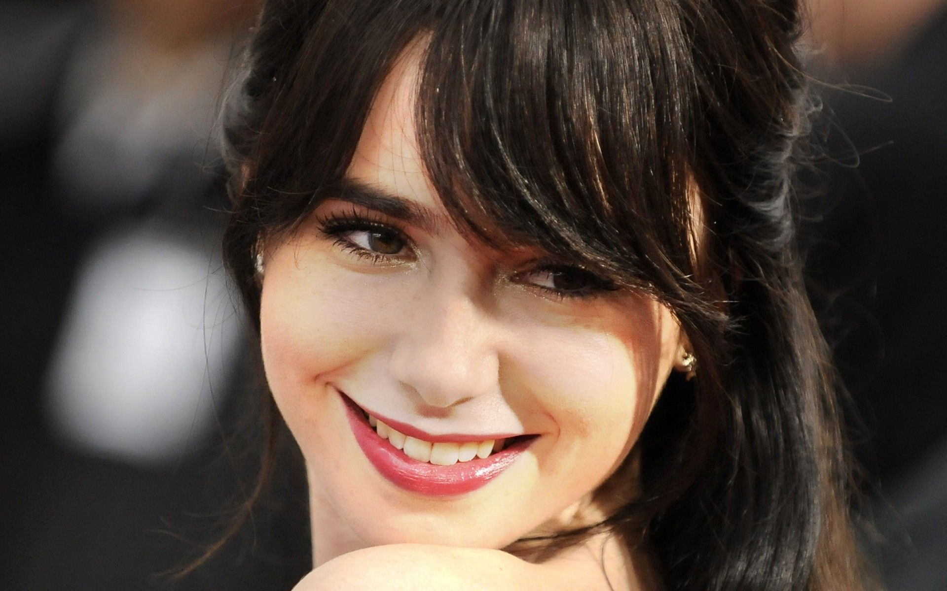 Lily Collins HD Wallpapers