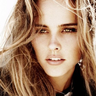 Isabel Lucas background