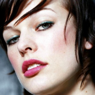 Milla Jovovich download wallpapers