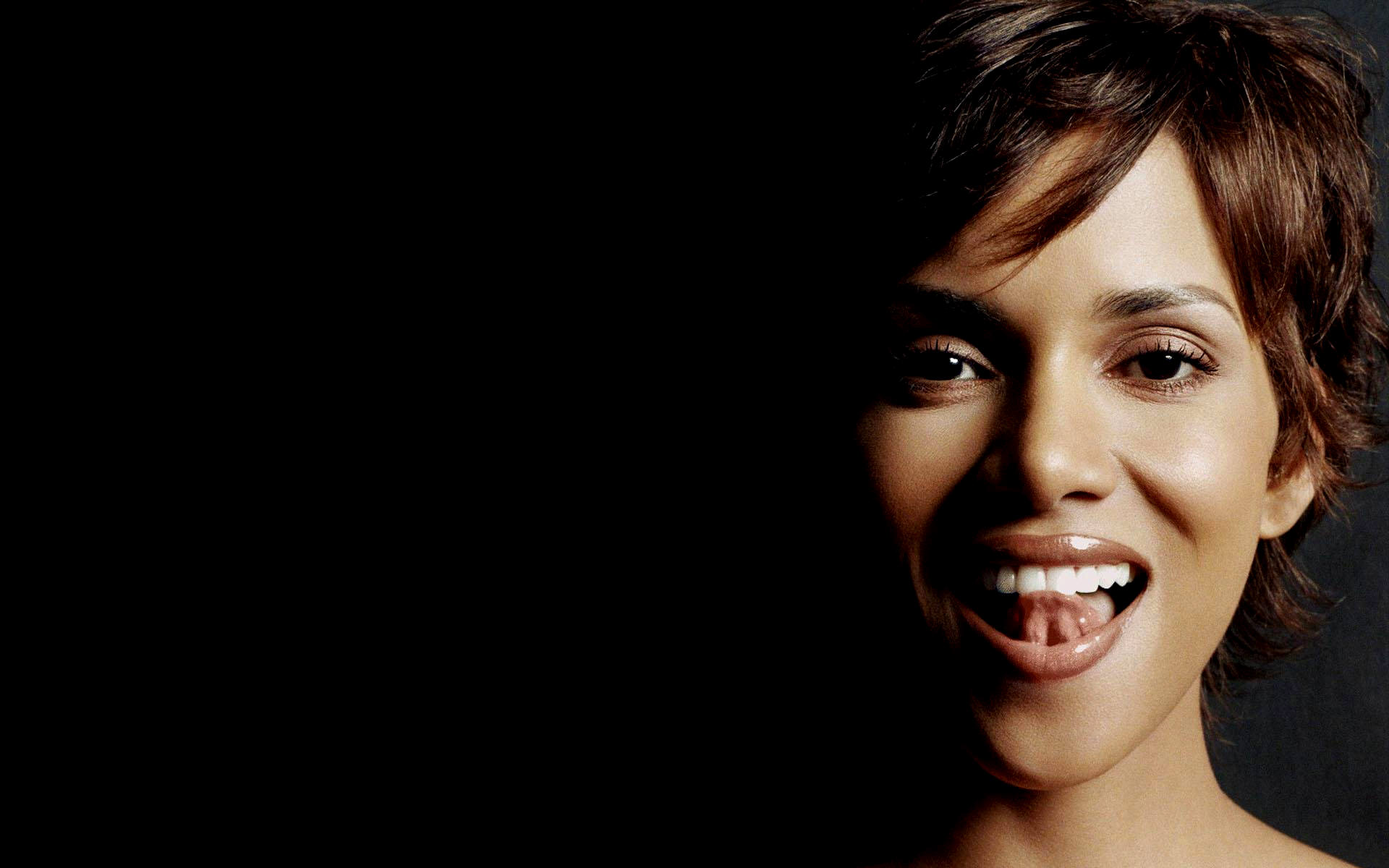 Halle Berry HD Wallpapers