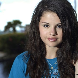 Selena Gomez free wallpapers
