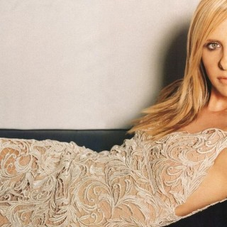 Sarah Michelle Gellar background