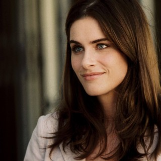 Amanda Peet widescreen