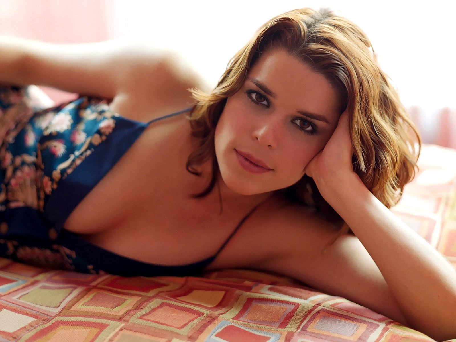 Neve Campbell HD Wallpapers